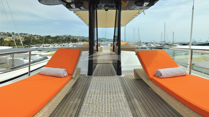 CONQUISTADOR :: Sun beds on the sun deck