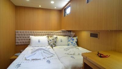 Una delle due cabine che può essere una matrimoniale o una doppia c