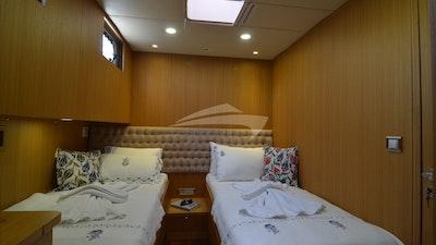 Una delle due cabine che possono essere una matrimoniale o una doppia.