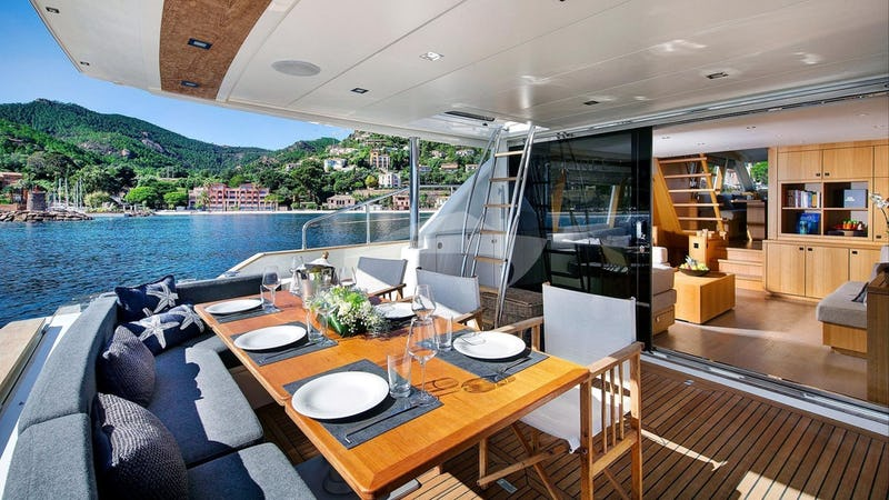 ARMONEE :: Aft deck dining