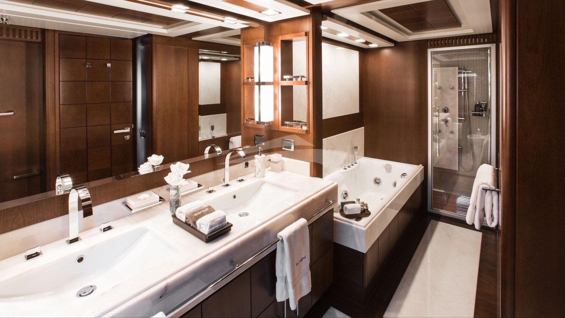 Master En suite w/ Jacuzzi Tub and Jet Shower