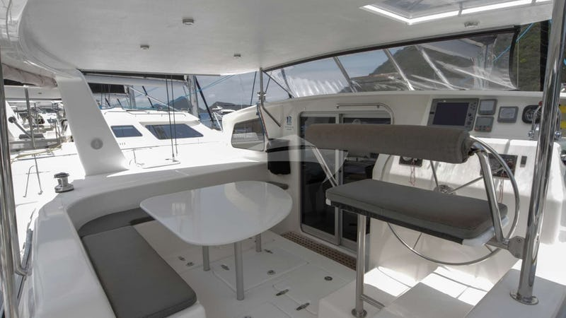 VOYAGE 500 :: Deck Seating