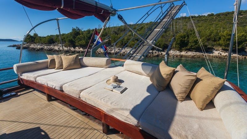 NOSTRA VITA :: Deck Seating