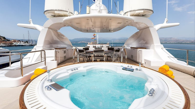 MAGENTA M :: Sundeck and Jacuzzi