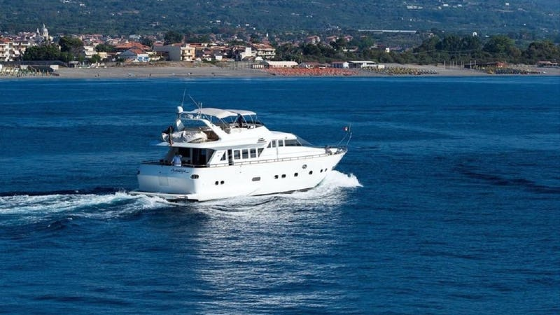 Yacht Charter CLAUDIA AMBER