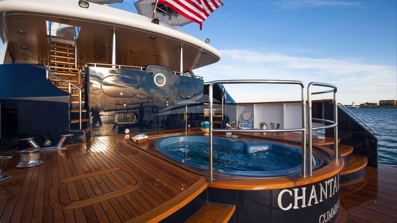 Aft deck and Jacuzzi