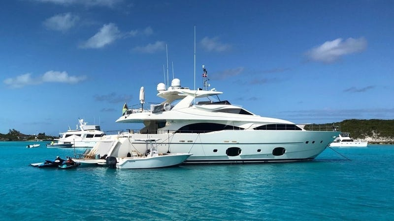 Yacht Charter THE CAPITAL