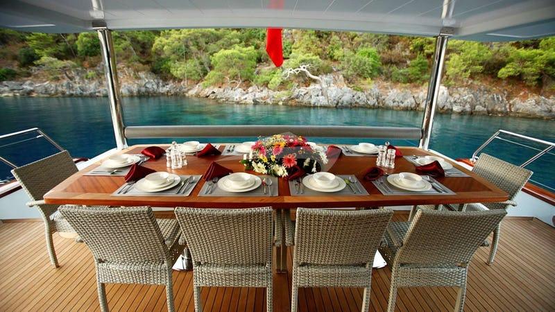 CROCUS :: Deck Dining