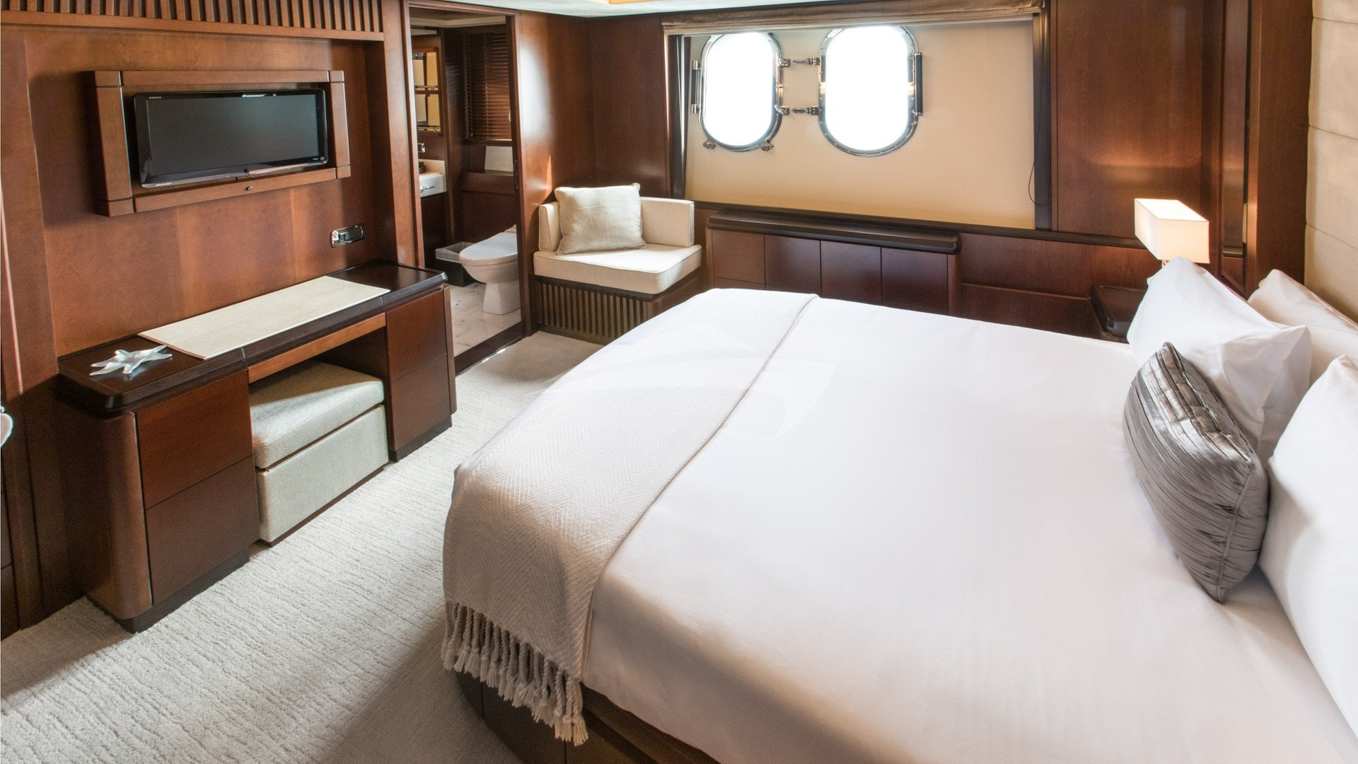Queen Guest Suite Below
