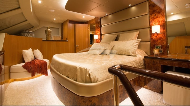 Master main deck king suite