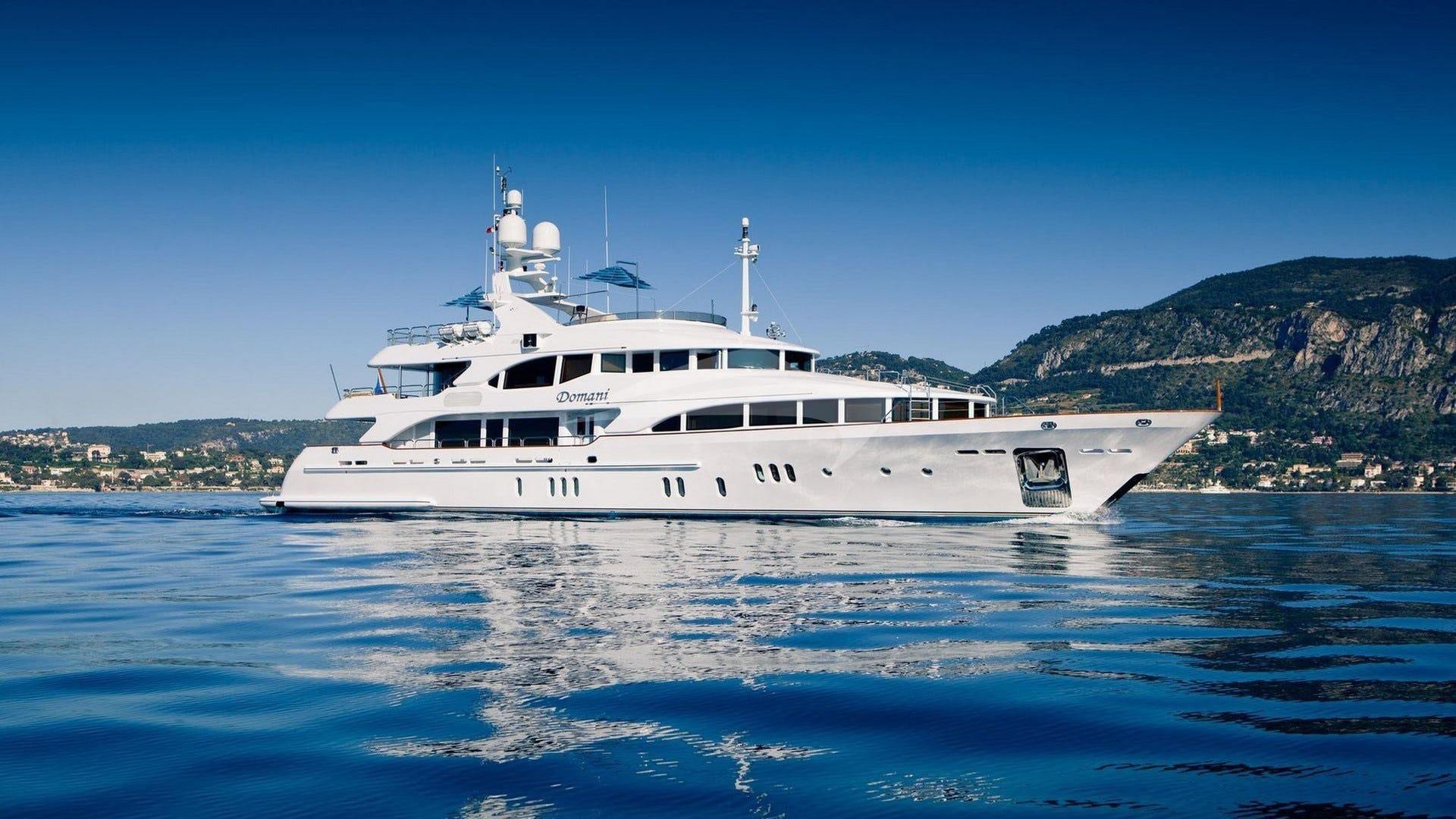 Yacht DOMANI Charter Yacht