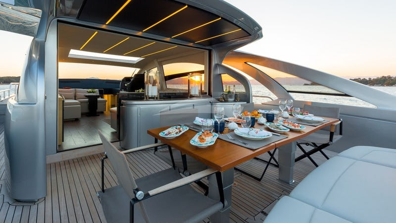 MX5 :: Flybridge Dining