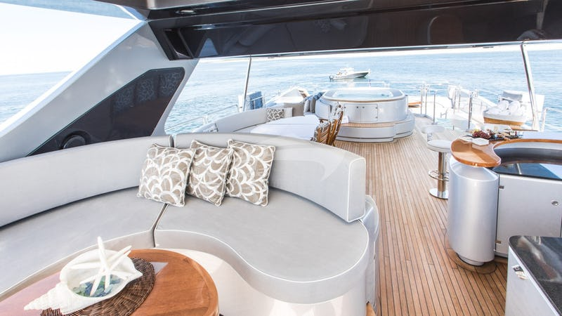 TAIL LIGHTS :: Flybridge Seating