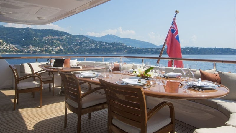 ILLUSION I :: Aft Deck Dining