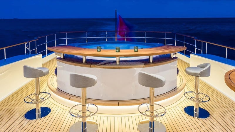 Deck Jacuzzi with Bar