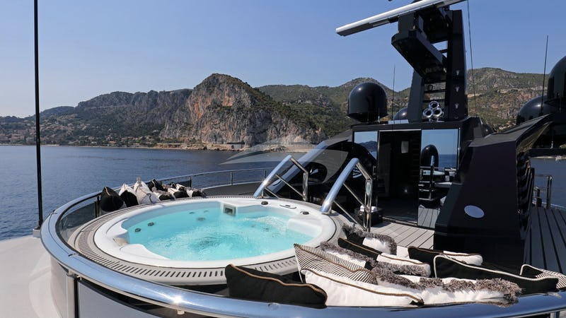 OKTO :: Sundeck and Jacuzzi