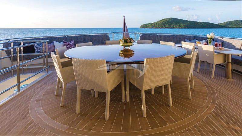 Aft dining and deck space