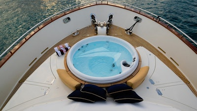 NEW Bow Jacuzzi