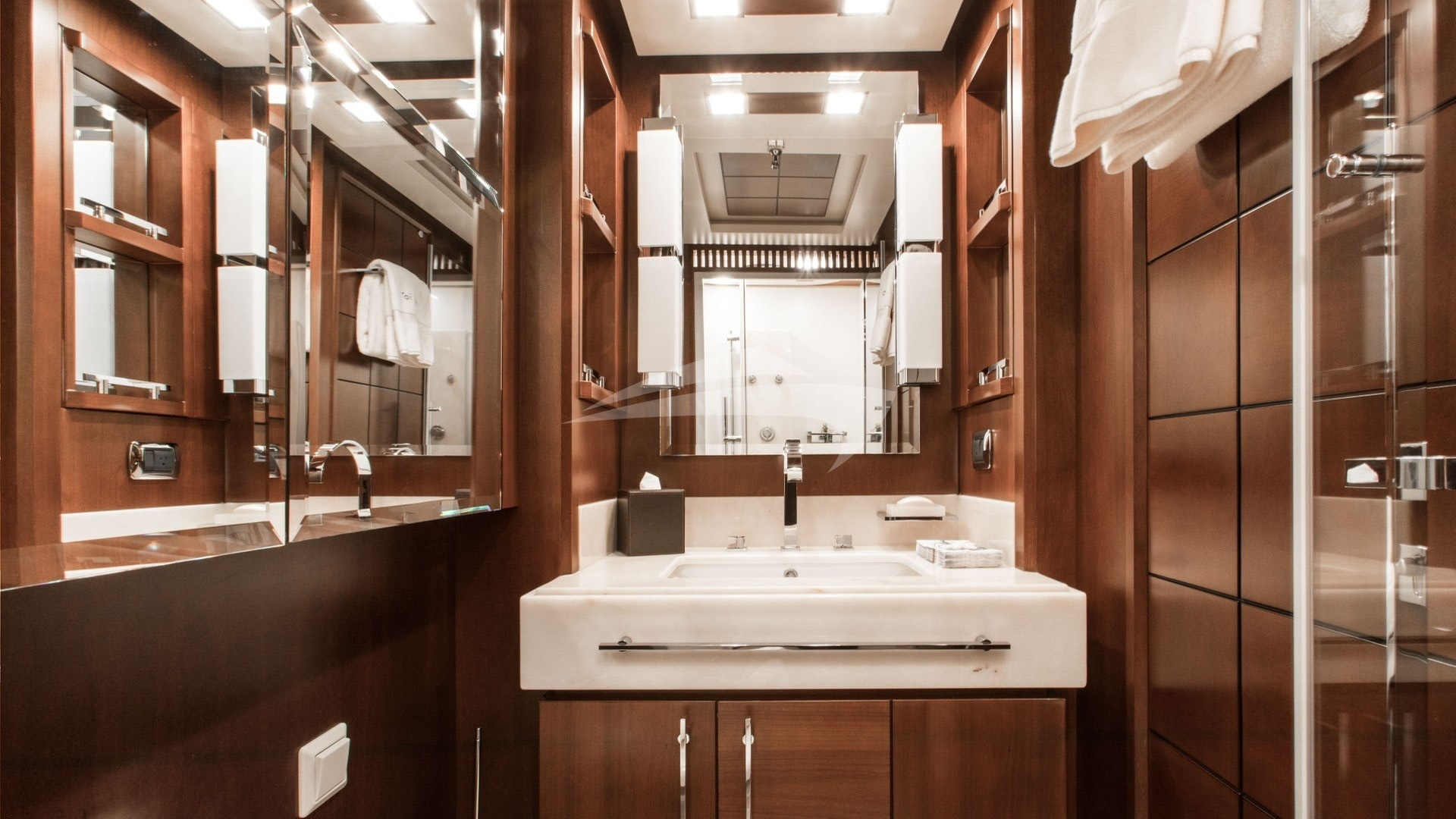 Day Head or Media Room En Suite w/ Shower