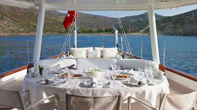 GLORIOUS II :: Aft Deck Dining