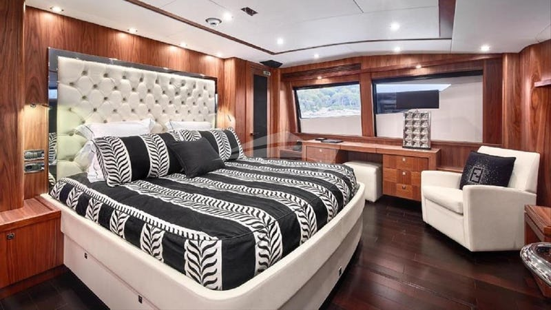 BLACK AND WHITE :: Master Stateroom
