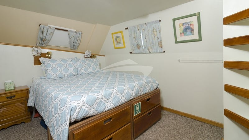 CUAN LAW :: Another suite made up as a queen berth (Cabin #7)