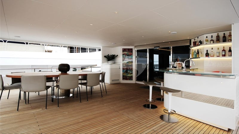 Aft Deck bar & Dining