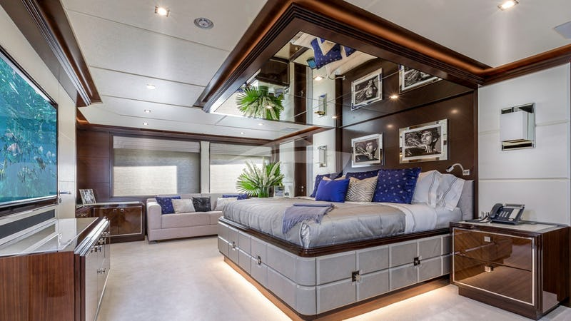 KING BABY :: Master Stateroom