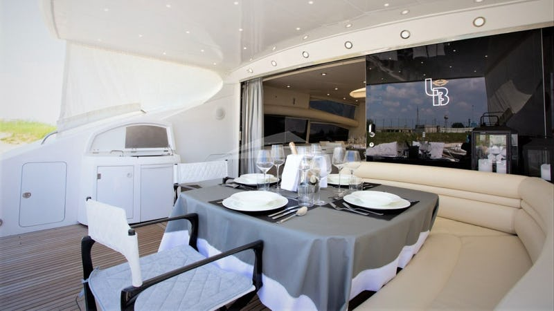 LIGHT BLUE :: Aft Deck Dining