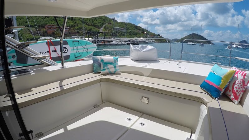 Foredeck covered seating & lounging area