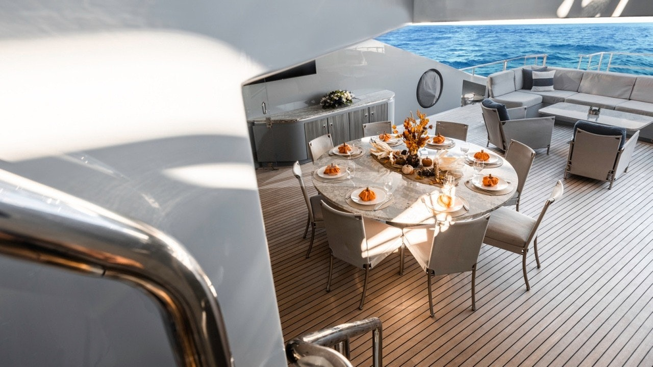 Main Deck Al Fresco Dining and Lounge