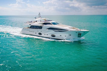 100ft Yacht AMORE MIO
