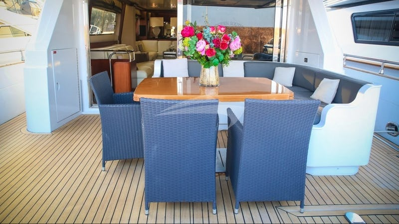 QUEEN SOUTH :: Aft Deck Dining