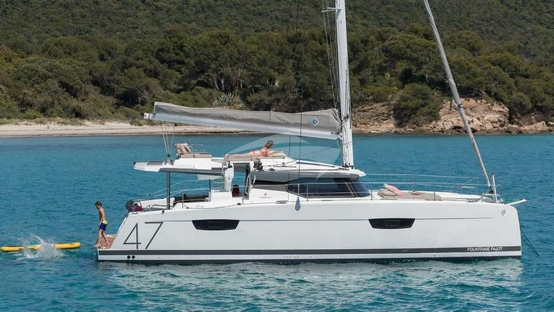 Yacht Charter WHITE CORAL