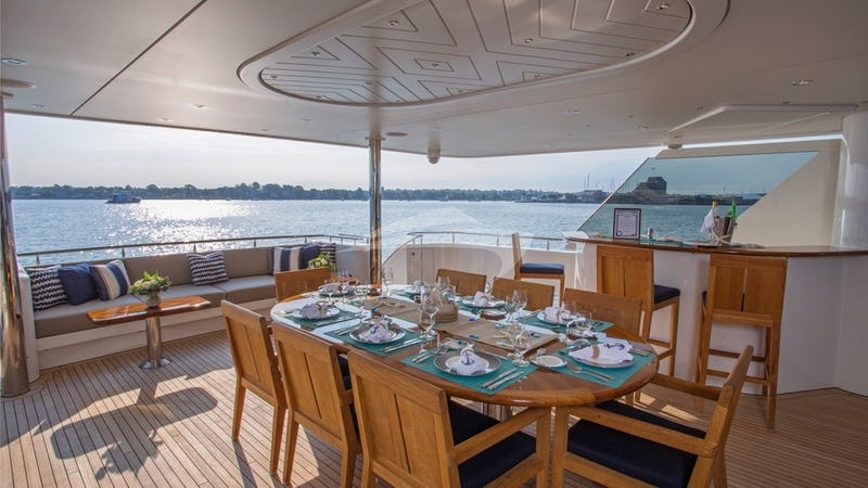 FAR NIENTE :: Aft Deck Al Fresco Dining