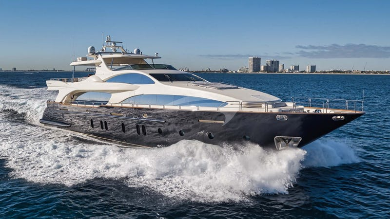 Yacht Charter VIVERE
