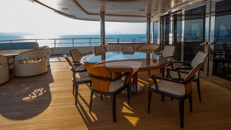 ELEMENTS :: Aft deck and seating