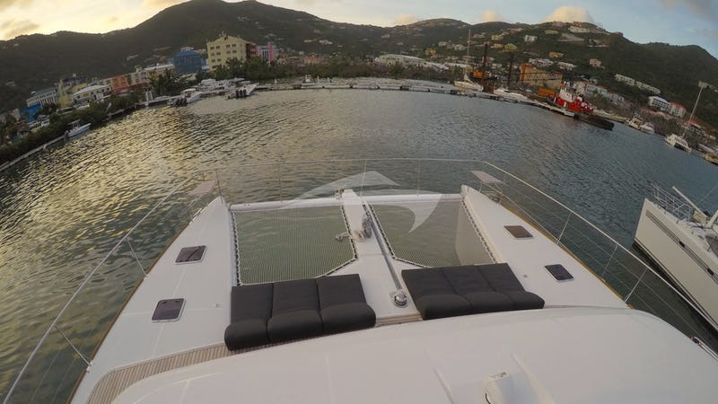 Foredeck sun loungers