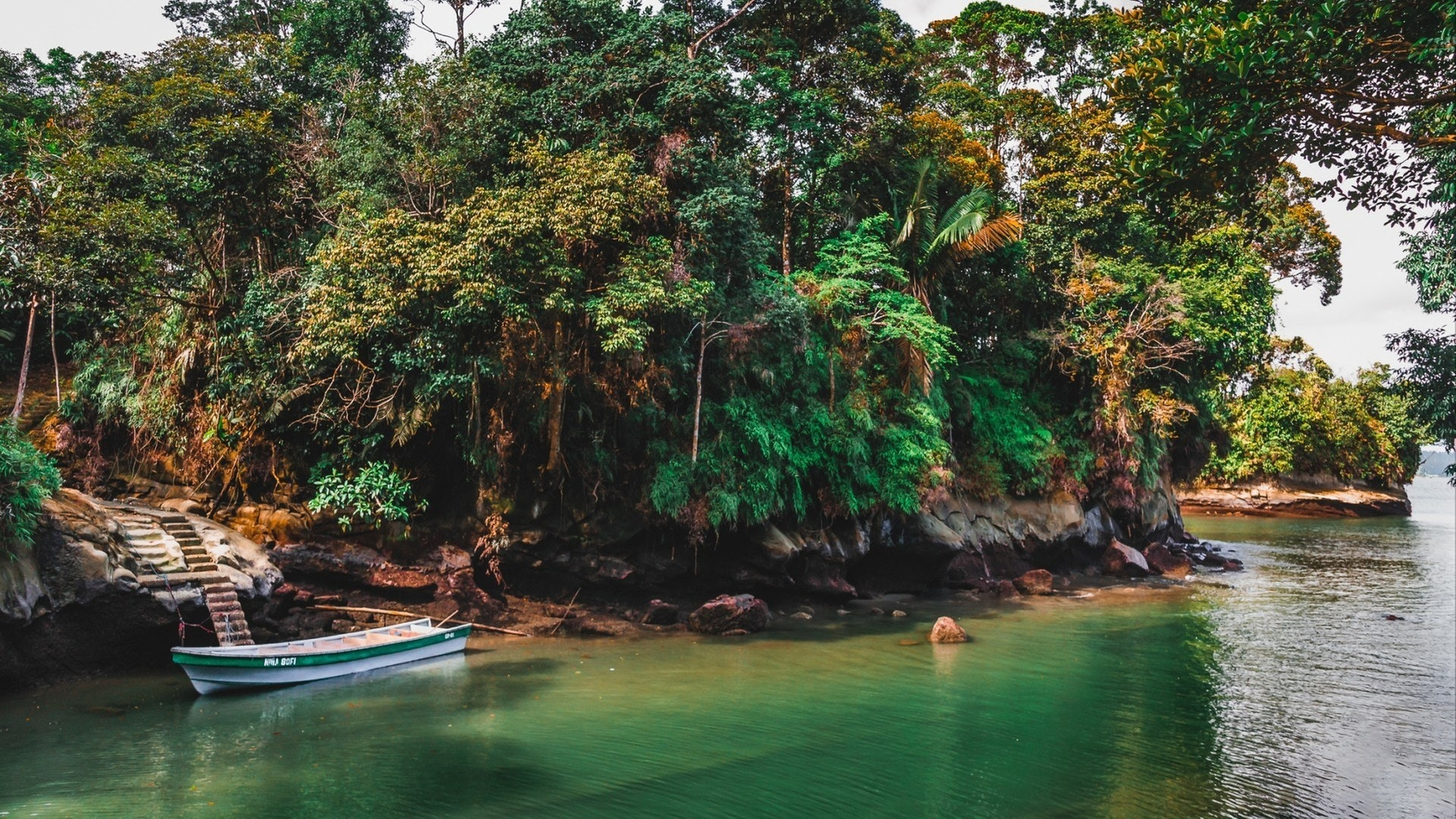 Luxury Yacht Charter Guide to Colombia Pacific