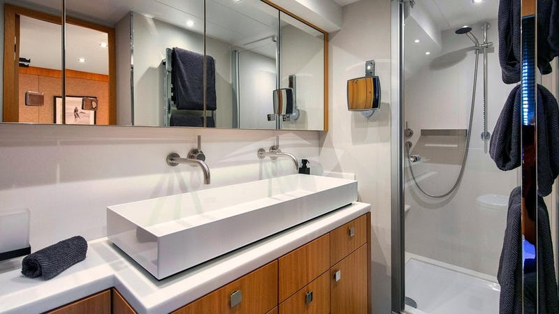 ARMONEE :: master bathroom