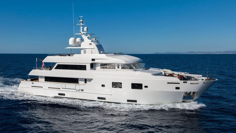 Yacht Charter TOMMY BELLE