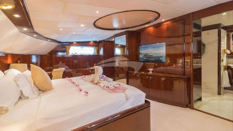 XANADU OF LONDON :: Master Stateroom