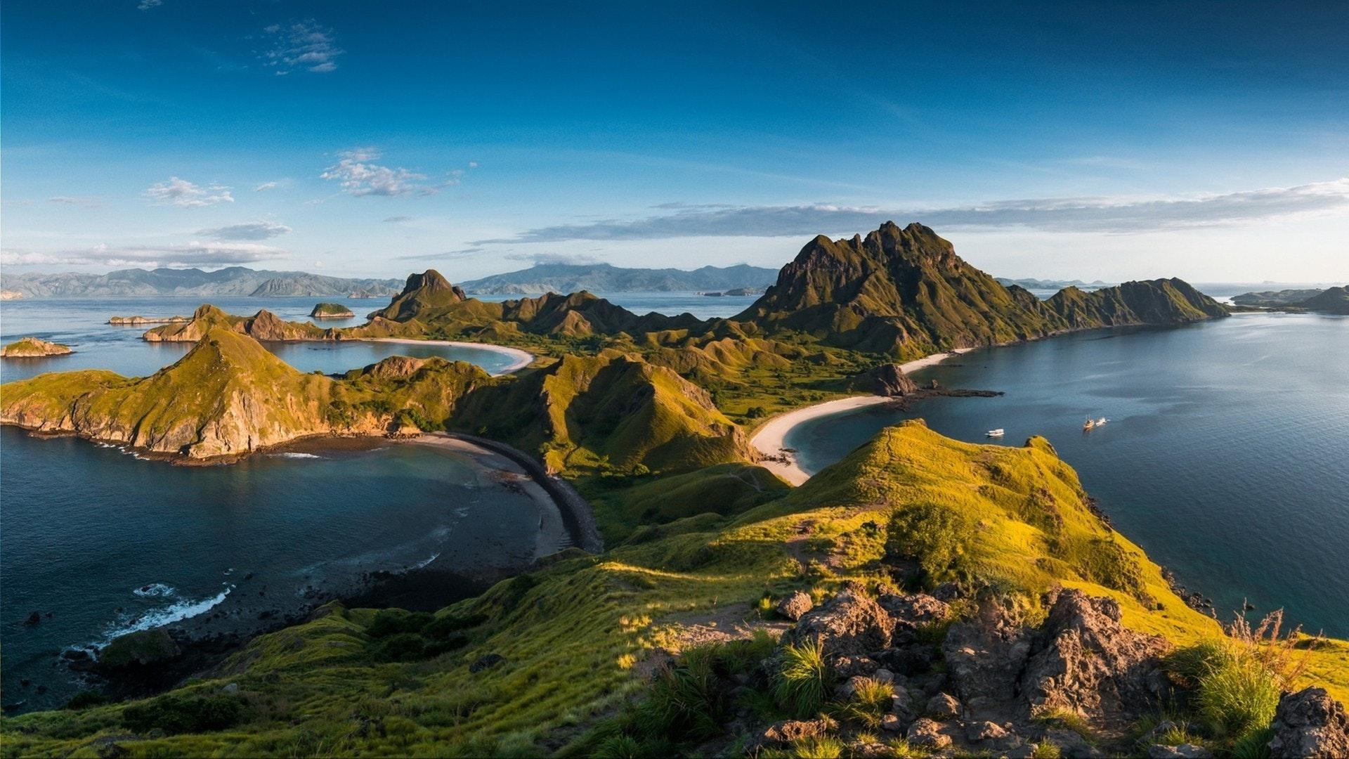 Vue de dessus de «l'île Padar» en un matin depuis l'île de Komodo