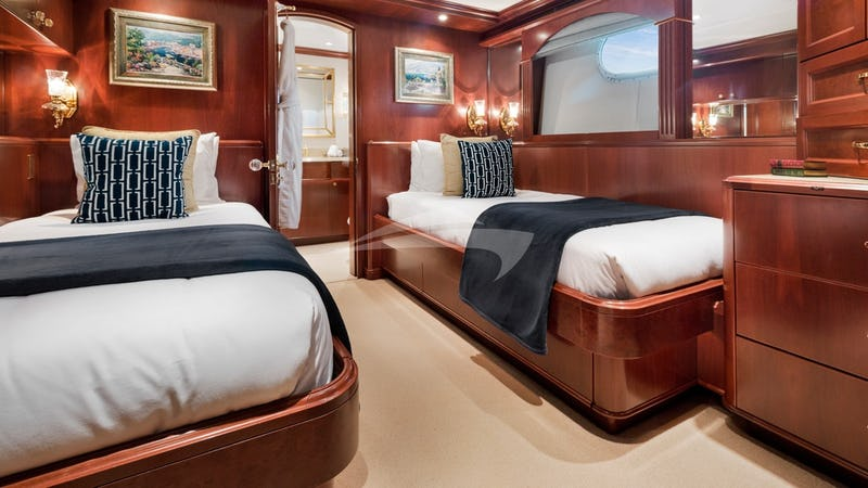 RELENTLESS :: Twin guest stateroom
