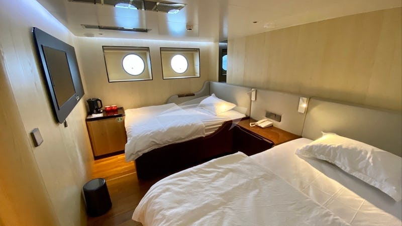 BLACK PEARL I :: lower deck cabin