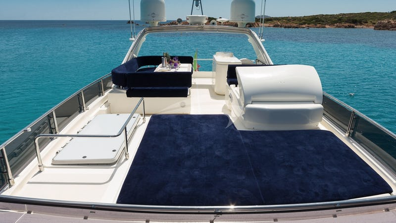 Sunbeds on Flybridge