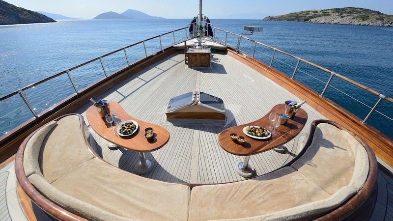 ZEPHYRIA II :: Deck Seating