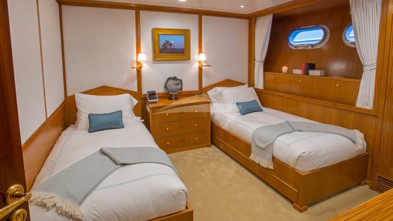 LADY VICTORIA :: Twin Stateroom