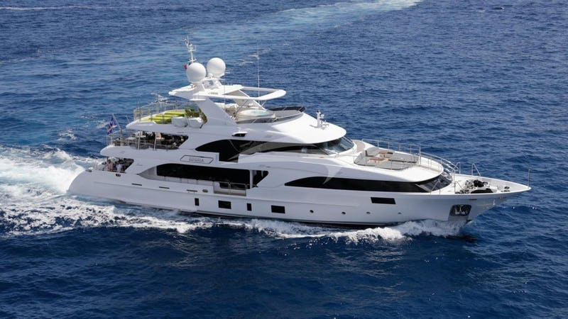 Yacht Charter EDESIA