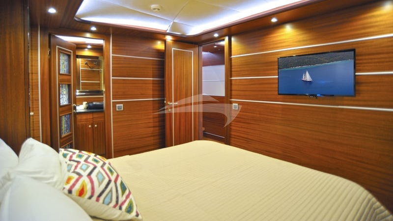DRAGONFLY :: aft VIP cabin